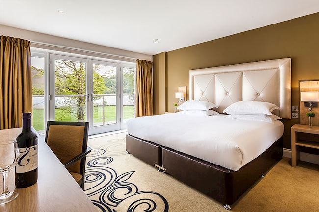 Luxurious Lake View Room with King Size Bed at Daffodil Hotel