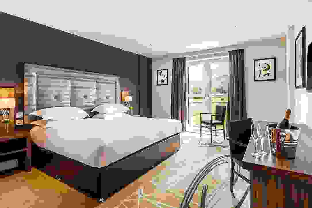 Luxurious Valley View room with King Size Bed at Daffodil Hotel