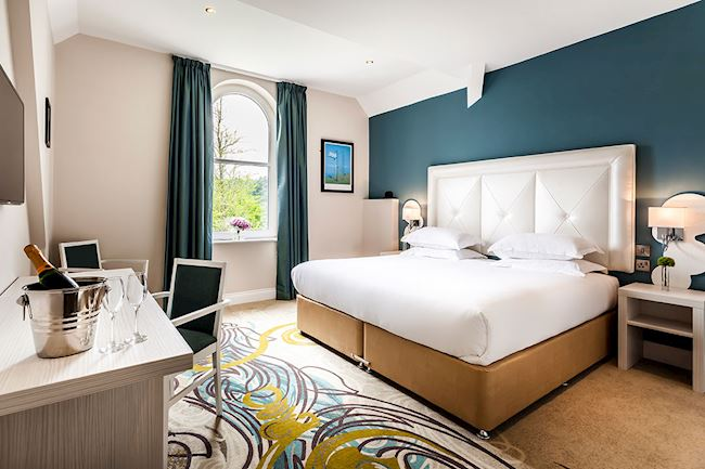 Stunning Lake View Rooms with stylish King Size bed and decoration at Daffodil Hotel